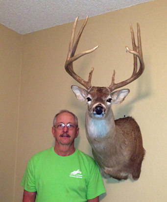 Mike McGinnis whitetail mount